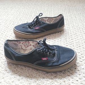 Vans black skater shoes tan sole TB9C